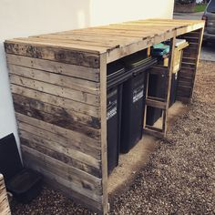 Pallet outdoor garbage bin Palette im Freien Mülltonne Used Outdoor Furniture, Pallet Garden Furniture, Diy Pallet Sofa, Diy Pallet Projects, Craft Projects, Pallet Ideas, Furniture Ideas, Kitchen Furniture, Building Furniture