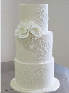 Lace piping wedding cake