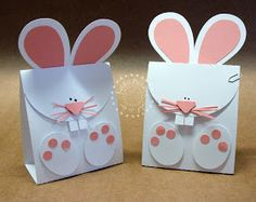 These Easter bunny treat bags are so cute!  They would be so easy to make with an electronic cutter like a cricut or silhouette.