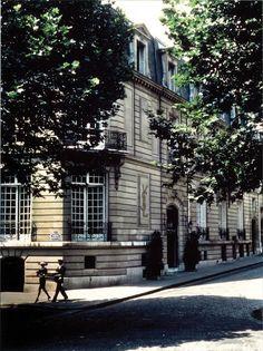 Musée Yves Saint Laurent, YSL Couture House, 5 avenue Marceau, Paris