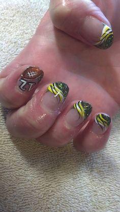 Green Bay Packers fans Super Bowl nail design idea, perfect to show your… Winter Nail Designs, Nail Polish Designs, Nail Art Designs, Nails Design, Get Nails, Hair And Nails, Packer Nails, Seahawks Nails, Football Nail Art