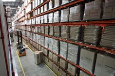 A Autlog, operador logístico de materiais promocionais e amostras grátis, investe na abertura de unidade especializada no atendimento à indústria farmacêutica. Localizado em Cotia, SP, o local dispõe de 5 mil posições paletes distribuídas em uma área de 6 mil m² e 12m de altura.