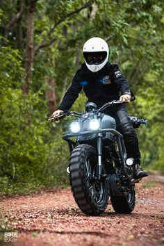 Trail Breaker K-Speed mods the newest and littlest XSR Bike EXIF Tracker Motorcycle, Scrambler Motorcycle, Motorcycle Style, Motorcycle Accessories, Motorcycle Garage, Yamaha Cafe Racer, Yamaha Bikes, Cafe Racers, Cafe Bike