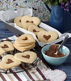 Browse chocolate chip cookies, biscuits and slice recipes, baked with Cadbury chocolate. Best chocolate recipes from Cadbury Kitchen. Cadbury Milk Chocolate, Chocolate Filling, Melting Chocolate, Chocolate Chip Cookies, Sweet Cookies, No Bake Cookies, Sweet Treats, Cadbury Kitchen, Kitchen Recipes