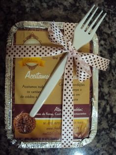 Bolo na marmita da Bia Ferreira Brownie Packaging, Takeaway Packaging, Cake Packaging, Mini Tortillas, Best Gluten Free Desserts, Pizza Restaurant, Steak Bites, Tasty, Yummy Food