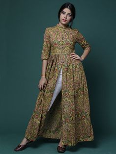 Size Chart (In inches)- These are garment measurements. Length of cape is 55 inches XS - Chest : Upper Waist : Lower Waist : Sleeve : Hip : 34 Indian Fashion Dresses, Indian Designer Outfits, Muslim Fashion, Ethnic Fashion, Designer Dresses, Fashion Outfits, Western Dresses For Women, Simple Kurta Designs, Long Dress Design