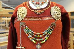 Vikingdrakter, handsaumteknikkar. Viking Garb, Old Norse, Medieval Life, Norse Vikings, Textiles, Diy, Beautiful, Dresses, Fashion