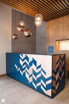 Gorgeous hotel lobby design with coppery details and blue reception Coperate Design, Table Design, The Design Files, Design Room, Design Ideas, Modern Design, Modern Reception Desk, Reception Desk Design, Reception Table