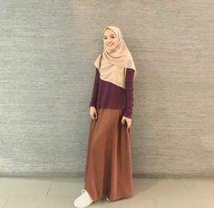 Ideas For Style Hijab Rok Jeans hijab casual rok Ideas For Style Hijab Rok Jeans Modern Hijab Fashion, Street Hijab Fashion, Muslim Fashion, Skirt Fashion, Fashion Outfits, Fashion Muslimah, Emo Fashion, Style Fashion, Hijab Casual