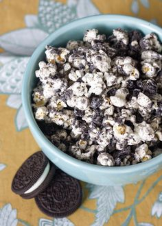 Cookies and Cream Popcorn - so easy to make and so addicting!