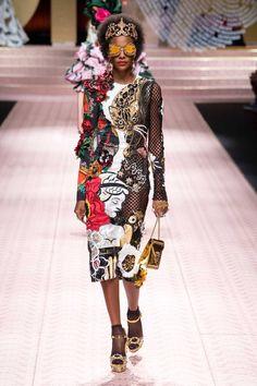 Dolce & Gabbana Spring 2019 Ready-to-Wear Fashion Show - Dolce & Gabbana Spring. - Dolce & Gabbana Spring 2019 Ready-to-Wear Fashion Show – Dolce & Gabbana Spring 2019 Ready-to-We - Milan Fashion, Fashion 2020, Runway Fashion, High Fashion, Womens Fashion, Fashion Trends, Work Fashion, Fashion Fashion, Fashion Ideas