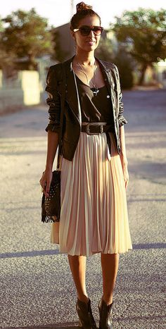 to wear Midi Skirt I adore everything about this outfit! a midi skirt and a leather jacket. I adore everything about this outfit! a midi skirt and a leather jacket. Big Fashion, Look Fashion, Autumn Fashion, Fashion Outfits, Womens Fashion, Fashion Trends, Fashion Edgy, Fashion Black, Street Fashion