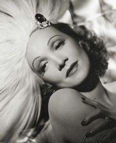 Marlene Dietrich, por George Hurrell, 1937