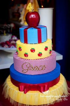 Gorgeous cake at  a Snow White Party #snowwhite #partycake