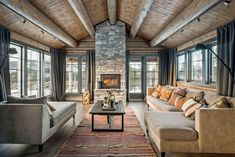 OPPLEV NYE RØROSHYTTA VISNINGSHYTTE! | FINN.no Cabin Interior Design, Beautiful Interior Design, Beautiful Interiors, Mountain Cottage, Modern Rustic Homes, Cabin Interiors, Indoor Outdoor Living, The Ranch, Log Homes