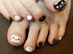 Diseño de blanco y negro para tus uñas del pie. - Increíbles diseños de uñas para los amantes de los gatos Cat Lovers, White People, Black, Fingernail Designs