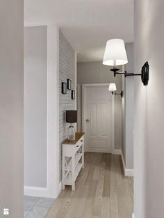 Wąska szafeczka pod ścianą - miejsce na odłożenie kluczy itp. | Szare ściany