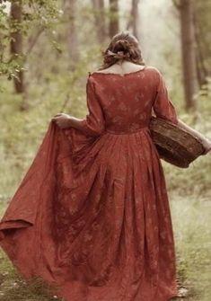 Trevillion Images - historical-woman-with-basket-outdoors Historical Women, Historical Clothing, Larp, Shabby Chic Mode, Estilo Lolita, Looks Vintage, Boho, Medieval, Elegant
