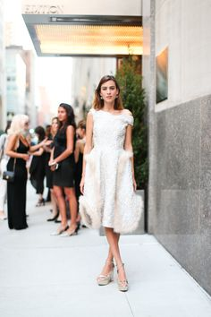 Alexa Chung taking on all the textures in this dreamy white dress <3