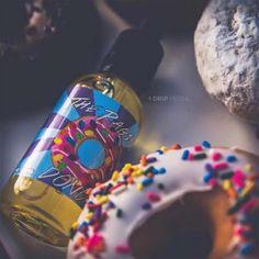 👉🏼 https://goo.gl/w99uDa 👈🏼  🍩 Una ciambella glassata ricoperta da un topping di fragola dolce e spolverate di granellini fruttati.  Un liquido originale americano, dolce e squisito! 🍼