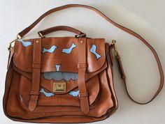 Aprenda a customizar sua bolsa http://vilamulher.com.br/moda/acessorios/e-hora-de-renovar-aprenda-a-customizar-sua-bolsa-de-grife-14-1-34-318.html