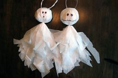 A gallery of easy to make Halloween decorations including spiders, ghosts and mummies.