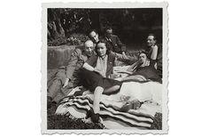 * De izquierda a derecha y de frente hacia atrás: Rodolfo Usigli, Dolores del Río, Frida Kahlo, Adolfo Best Maugard, Xavier Villaurrutia y Felipe Mier, ca. 1945