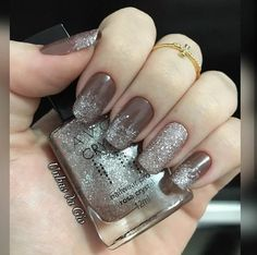 Lindo esse esponjado Combinação perfeita. Fabulous Nails, Perfect Nails, Gorgeous Nails, Pretty Nails, Sparkly Nails, Glitter Nails, Beige Nails, Gothic Nails, Classy Nails
