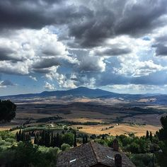 Vista sulla Val d'Orcia, Pienza, Toscana, agosto 2015 #pienza #valdorcia #panorama #view #clouds #nuvole #nature #sky #tuscany #toscana #italy #italia #traveler #travel #travelphotography #wanderlust #ig_siena #igerssiena #igerstoscana #siena #countryside #italian #bestitaliapics by matteoser_bri http://ift.tt/1MHsisS