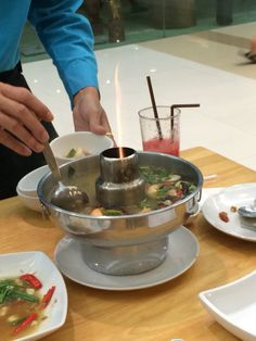 レムジャロン シーフード  http://s.navi.com/bangkok/food/412/  トムヤムクン  一番辛かった!