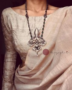 Trendy Sarees, Stylish Sarees, Indian Fashion Dresses, Indian Outfits, Saree Jewellery, Silver Jewellery, Fashion Jewellery, Indian Jewelry, Sari Blouse Designs