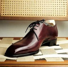 """""""Be well dressed, behave like a gentleman, and keep your shoes shined. Formal Shoes, Casual Shoes, Gents Shoes, Best Looking Shoes, Gentleman Shoes, Gentleman Style, Mens Fashion Shoes, Shoes Men, Dress Fashion"""