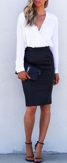 Cute and simple black and white outfit. Really love the top and the detail on the black skirt Best Business Outfit for perfect woman… Trajes Business Casual, Business Casual Outfits, Office Outfits, Mode Outfits, Fashion Outfits, Casual Office, Skirt Outfits, Office Wear, Office Chic