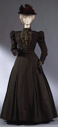 Walking dress in two parts (bodice and skirt), Italian manufacture, c. 1897-98, at the Pitti Palace Costume Gallery. Via Europeana Fashion.