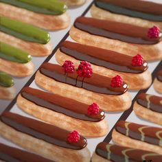 les framboises perdues au milieu des éclairs - food - dessert - pastry - art - illustration - yummy - fruit - rapsberry