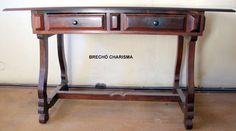 https://flic.kr/p/fg7vUb | Antiga mesa de escritório em jacarandá.Anos 50 | Cod M B | R$1100,00 Mesa cavalete em jacarandá maciço. Gavetas almofadadas e detalhes de retângulos nas laterais ,também almofadados. Base do cavalete (pés)com ricos detalhes recortados .Tampo retangular com bordas bisotadas. 2 gavetas frontais com puxadores em madeira. Estado de conservação:perfeito,sem falta nenhuma. Precisa apenas ser lustrada . Procedência: Brasil - 1940/50