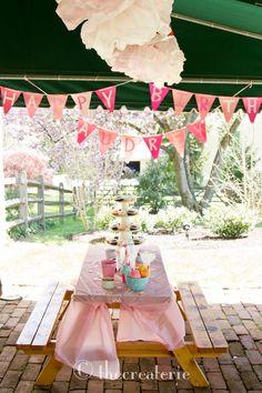 girl's cupcake baking party