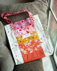 I love how cheerful this bag is! < I've made two of these Jane Market bags now (no pictures of either) for other people. Want mine to be more scrappy.