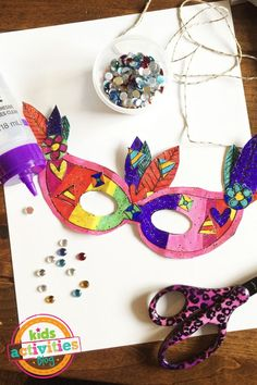 Get all dressed up for Mardi Gras and get ready to party with your own DIY Printable Mardi Gras Mask Craft. The kids can color and customize their own mask for Mardi Gras with this free printable activity. Mardi Gras Activities, Easter Activities, Activities For Kids, Senior Activities, Preschool Ideas, Mardi Gras Mask Template, Masquerade Mask Template, Mardi Gras Beads, Mardi Gras Party