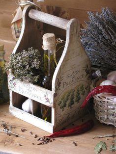 ` Savon de Provence....` Короб.. Короб в стиле Прованс для хранения бутылочек с растительным маслом, винным уксусом, соевым соусом. Короб рассчитан на 4 бутылочки.