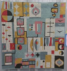 We're always so impressed by the creativity behind bee quilts! This one by the Central Jersey Modern Quilt Guild (and coordinated by and total showstopper using our Essex Linen and Kona Cotton. Scroll through to see close-ups of different sections! Small Quilts, Mini Quilts, Modern Quilting Designs, Charm Pack Quilts, Quilt Modernen, Contemporary Quilts, Textiles, Origami, Free Motion Quilting