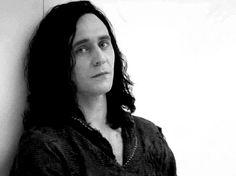 Радикал-Фото: Картинка - 07 Tom Hiddleston в роли Локи (Loki) в фильме Thor: The Dark World, гиф