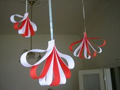 hanging decorations Easy and fast paper decorations for Christmas. A variation on the paper flower ornaments from How About Orange. Paper Christmas Decorations, Paper Christmas Ornaments, Flower Ornaments, Christmas Crafts For Kids, Simple Christmas, Christmas Art, Holiday Crafts, Hanging Decorations, Dia Do Designer