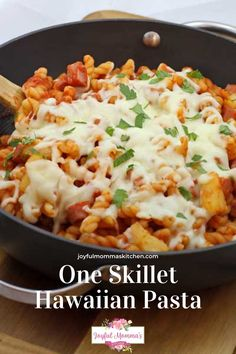 I like that I can cook everything in one skillet and walk away for a bit while the pasta cooks. It makes clean up easy, it cooks quickly, and my kids have enjoyed the new recipes. This dinner is a perfect fit for a busy summer evening after playing outside and enjoying the sun. My One Skillet Hawaiian Pasta tastes like pizza and is on the table in 30 minutes! #quickmeal #yummymeals #joyfulmommaskitchen #yummyrecipes #joyfulmommaskitchen One Dish Dinners, One Pot Meals, Easy Meals, One Skillet Meals, Weeknight Dinners, Pasta Recipes, Great Recipes, Cooking Recipes, Interesting Recipes
