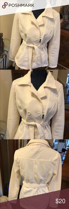 Beautiful pea coat style coat! So classy This is a warm short pea coat style jacket. Winter white and in great condition New Look Jackets & Coats Pea Coats