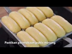 Pukis Gembul (by Moucup) Donut Recipes, Cake Recipes, Dessert Recipes, Cooking Recipes, Indonesian Desserts, Indonesian Food, Dorayaki Recipe, Bolu Cake, Resep Cake