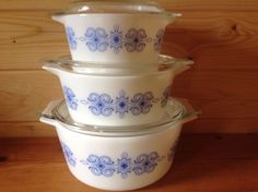 Vintage 1967 Blue Scroll JAJ Pyrex Set With Original Lids USA Equivalents : 473 474 475 by Onmykitchentable Vintage on Gourmly
