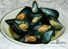 La pepata di cozze, o impepata di cozze, è la ricetta di un saporito antipasto di mare ma che può essere servito anche come secondo piatto. La pepata di ...
