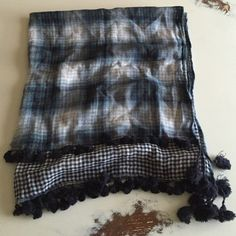 Abercrombie plaid/gingham square scarf Abercrombie double sided pattern cotton scarf w/fringe Abercrombie & Fitch Accessories Scarves & Wraps