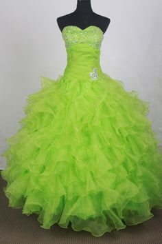 Dresses Look your best at the Prom. Planning your big night out is easy with lime green and white quinceanera dresses. Step this way for prom Green Wedding Dresses, Beautiful Prom Dresses, Pretty Dresses, Green Weddings, Amazing Dresses, Red Wedding, Wedding Gowns, Wedding Ideas, Quinceanera Dresses 2016